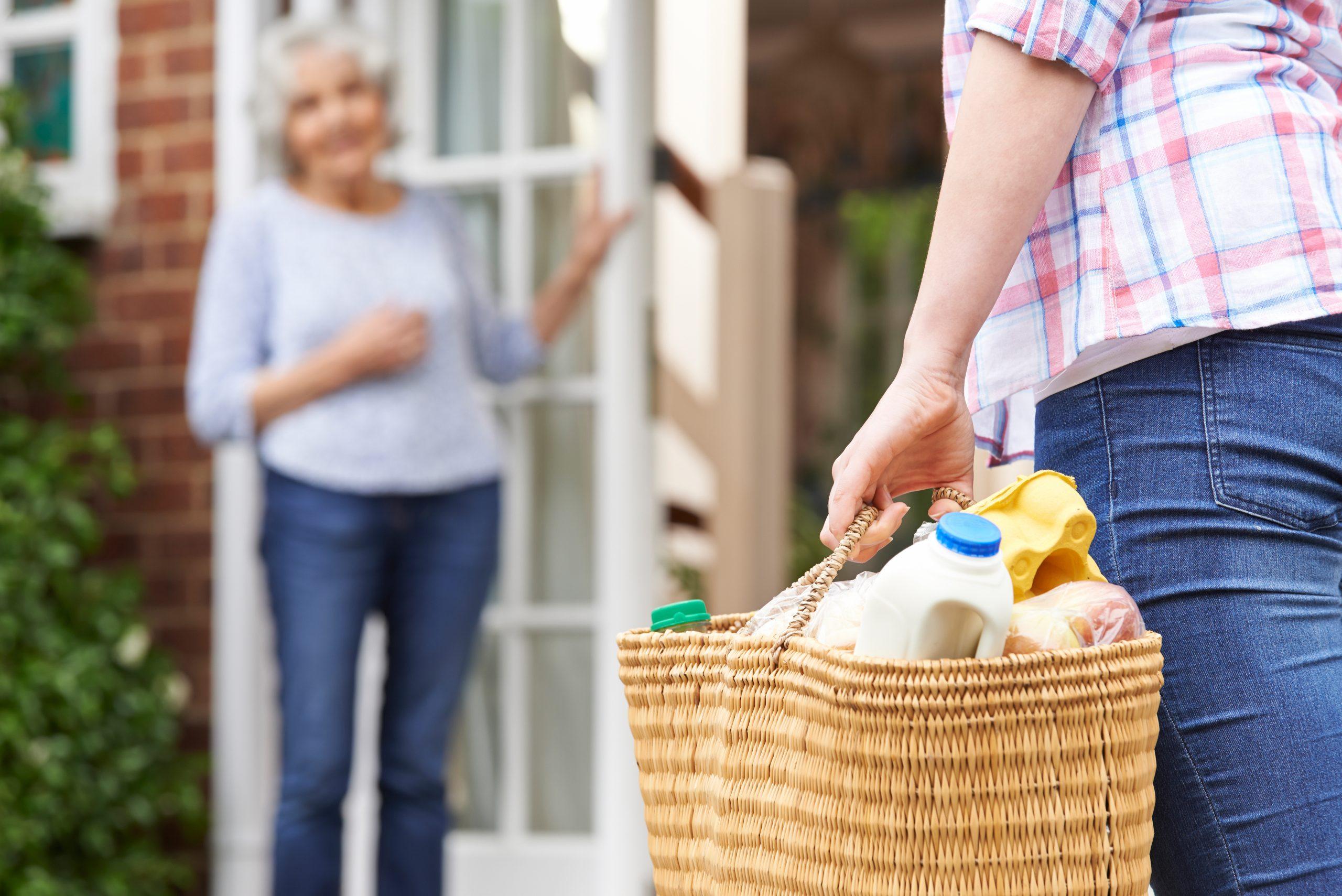 Person,Doing,Shopping,For,Elderly,Neighbor